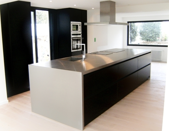 cuisines inox pour les particuliers plan de travail cr dence. Black Bedroom Furniture Sets. Home Design Ideas